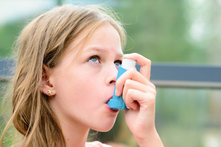 Asthma inhalers: how do I use my puffer?