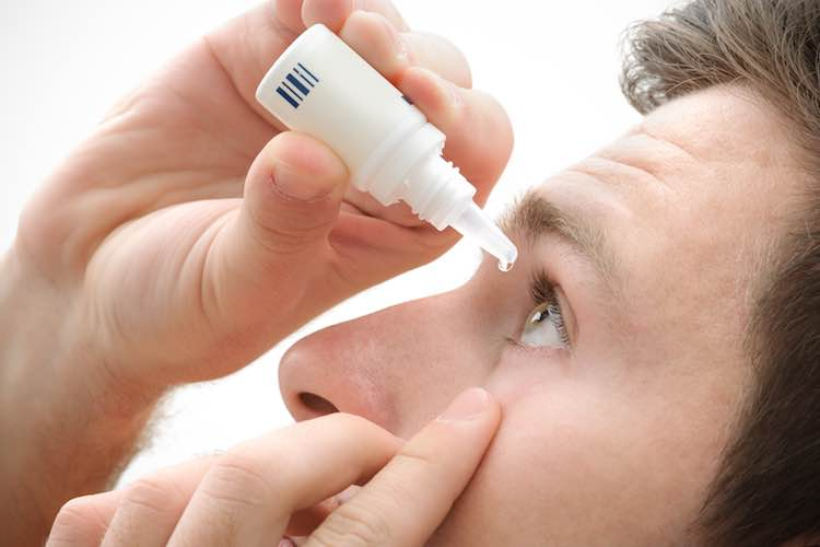 How to put in eye drops and ointments