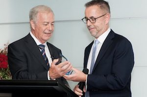 Dr Norman Swan accepts the award