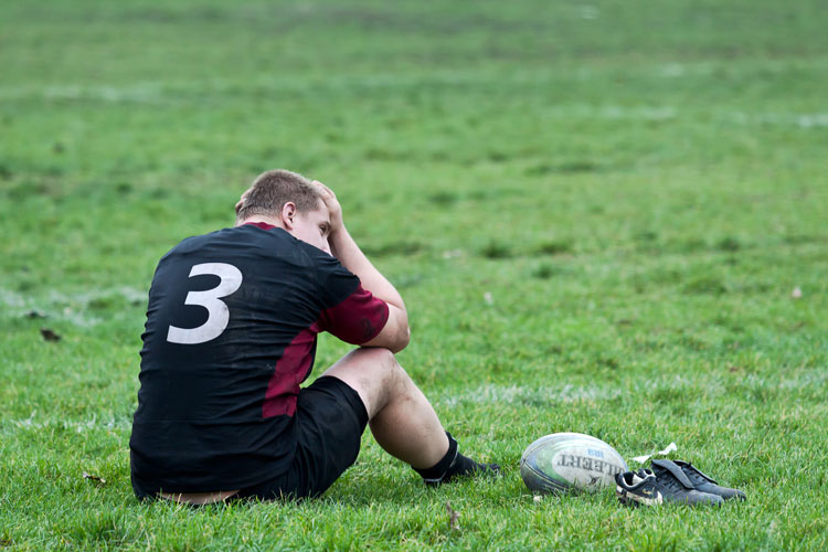 rugby league playing holding head
